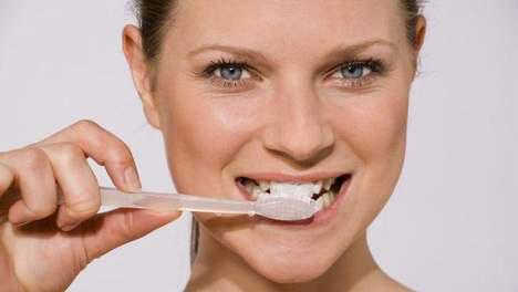 THIS IS HOW YOU MAKE YOUR OWN SUPER TOOTHPASTE!